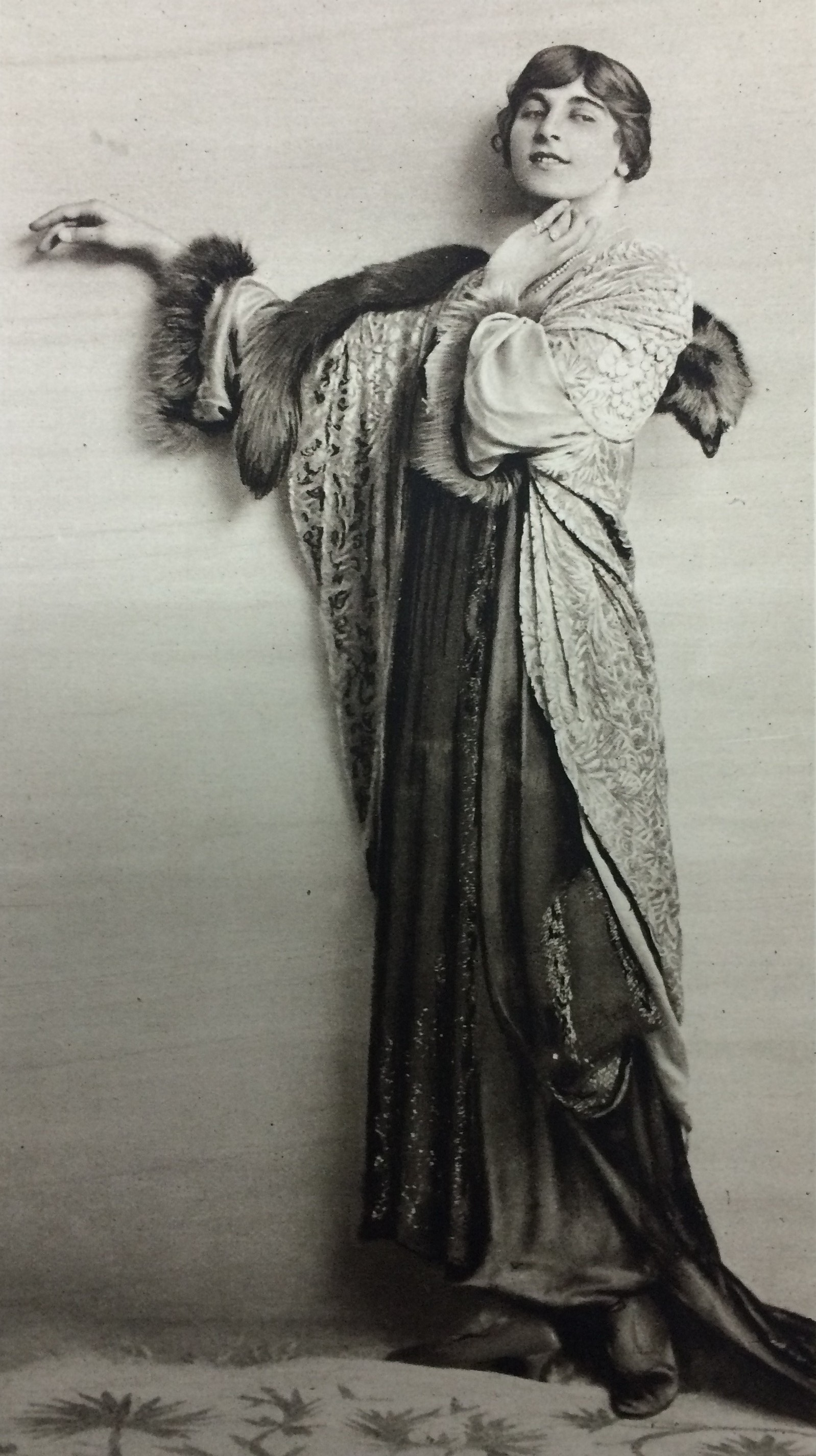Ivy photographed by Foulsham & Banfield for 'The Sketch', 4 September 1918